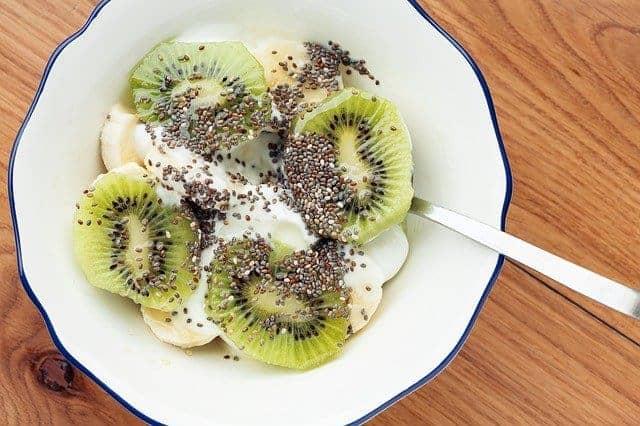 Salad with kiwi and chia seeds