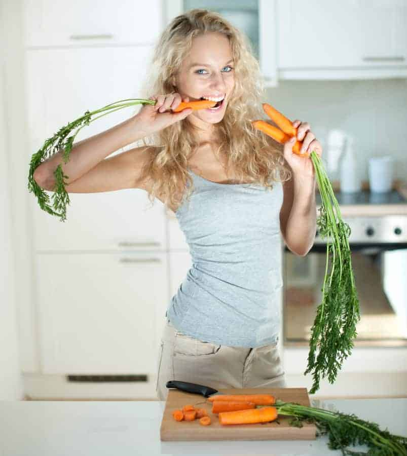 women eat carrots