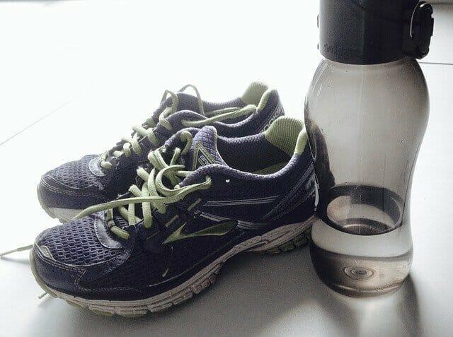 sports shoes, bidon