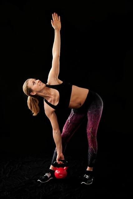 woman lifts dumbbells