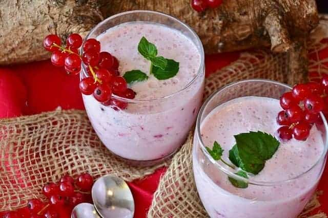 Fruit and milk shake with currants