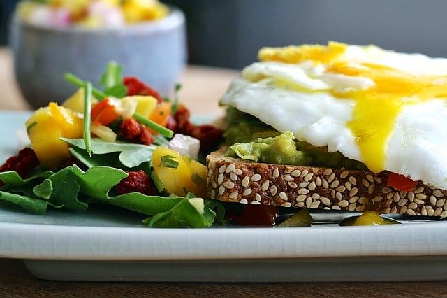 Thermogenic diet, whole grain bread, egg, vegetables