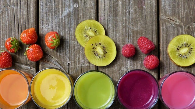 juices in glasses and chopped fruit